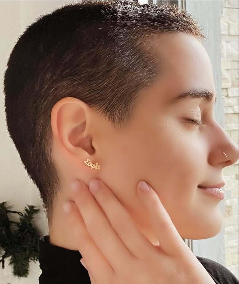 τι σκουλαρίκια ταιριάζουν σε κοντά μαλλιά